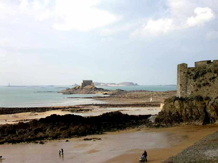Le tour des remparts de Saint-Malo ?